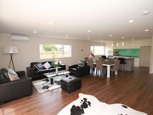 A near  New Executive Town House - Onehunga