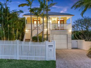 Renovated Queenslander with Dual Living and Ideal North-East Aspect - Hendra