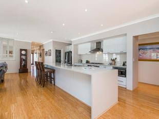 FULL OF EXTRAS - Massive Garage - Baldivis