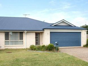 Modern Immaculate Abode! Walk to Everything! - Rothwell