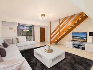 SOLD - REFRESHED TOWN HOME OFFERS SUPERB LIFESTYLE APPEAL - Springwood
