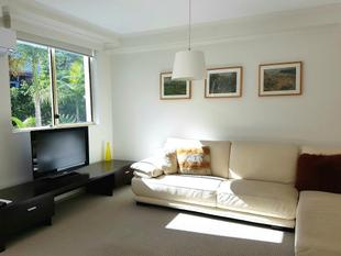 FANTASTIC, WELL PRICED SUNNY  2 BEDROOM IN GREAT CONVENIENT LOCATION WITH PARKING! MOVE IN FOR CHRISTMAS! - Balmain