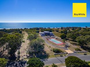 Refurbished  3-Bedroom Unit  on 4530M2 Oceanfront Land at Moore Park Beach - Moore Park Beach