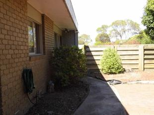 PRIVACY IN 2 BR UNIT IN GOOD LOCATION - Traralgon