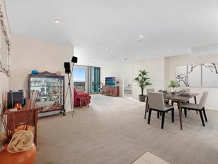 Expansive 151m2 apartment with panoramic outlook - Southport