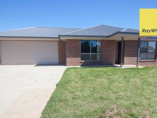 Brand New Family Living! - Howlong