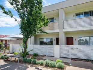 MODERN TOWNHOUSE OVERLOOKING BEAUTIFUL PARK SETTING (Entry from Gateshead St/Blackwood Crt)... - Athol Park