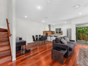 Ultimate Town-Home on Elevated Paddington Ridge - Paddington