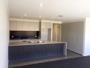 NEARLY NEW 3 BEDROOM HOME - Wantirna South