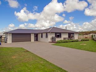 STYLISH FAMILY HOME OR WEEKEND RETREAT! - Whitianga