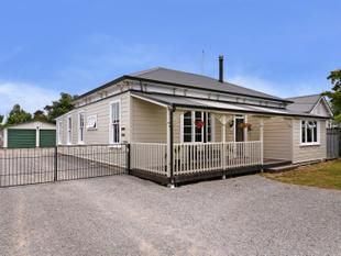 Gorgeous Villa in a Private Setting' - Brightwater