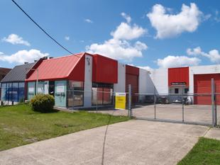 GATED FACTORY IN A GREAT LOCATION - Tweed Heads South