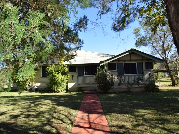 49 Middle Street, Esk, QLD
