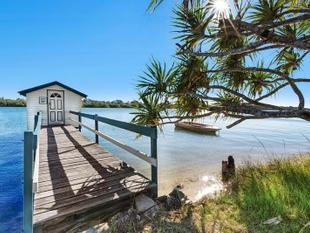 Waterfront Apartment with the Iconic Bradman boathouse! - Maroochydore