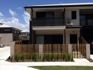 WOW!!!  Sleek very modern 3 bedroom townhouse!!! - Boondall