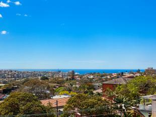 360 degree VIEWS - Unique 3 bed Penthouse in block of 3 - Fairlight