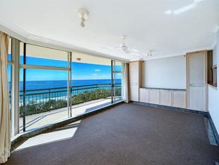 BEAUTIFUL IMPERIAL SURF 8TH FLOOR UNFURNISHED UNIT - Surfers Paradise