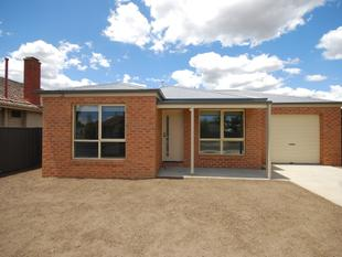 Near New Townhouse - Wendouree