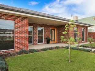Central Location - 4 Bedrooms - Self Contained Unit - Pool - Entertainers Dream - Yarrawonga
