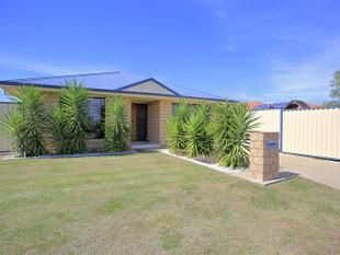 MODERN - FAMILY HOME- LARGE COLOUR BOND SHED - APPROX 260M2 UNDER ROOF - Innes Park