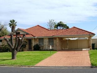 NEAT HOME CLOSE TO SCHOOLS AND SHOPS - Carey Park