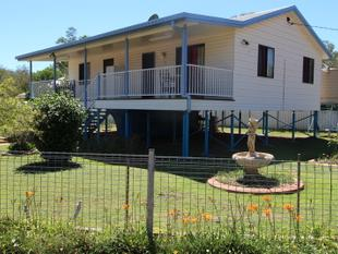 WHAT A GEM! FURNITURE INCLUDED! - Charleville