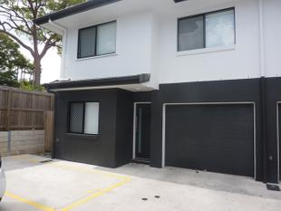 IMMACULATE EXECUTIVE 4 BEDROOM TOWHHOUSE IN PRIME LOCATION - Eight Mile Plains