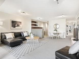 This large designer apartment in immaculate resort complex - Erskineville