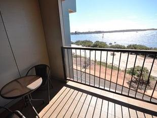 Top floor, Port views!! - Port Hedland