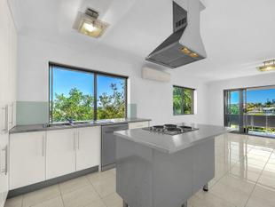SPACIOUS MODERN UNIT WITH 180 DEGREE TRANQUIL VIEWS - Clayfield
