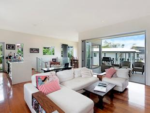 """Prime Bulimba Location walk to Oxford St Cafes!"" - Bulimba"