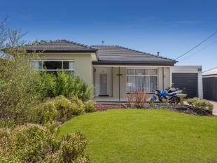 A beautifully maintained home - Largs North