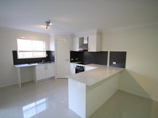 STUNNING TOWNHOUSE CLOSE TO EVERYTHING! - Tanah Merah