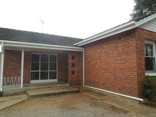 3 Bedrooms, Separate Lounge, Floorboards Throughout, Large Yard - Elizabeth North