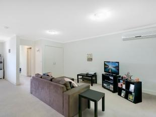 TOP FLOOR APARTMENT - INTERSTATE OWNERS NEED A SALE - Southport