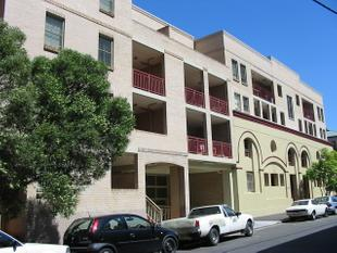 Large Balcony & Refreshed Apartment - Chippendale
