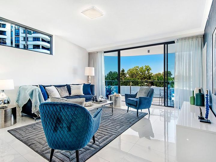 5 Harbour Side Court, Biggera Waters, QLD