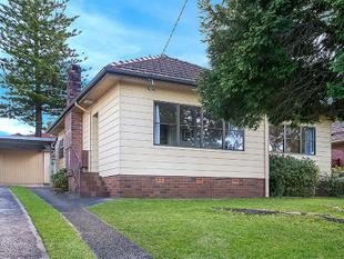 WELL POSITIONED THREE BEDROOM HOME WITH FRESH PAINT AND NEW CARPET - North Ryde