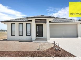 Brand New Family Home in Upper Point Cook - Point Cook
