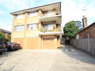 2 Bedroom with lock up garage WALK TO STATION - Wiley Park