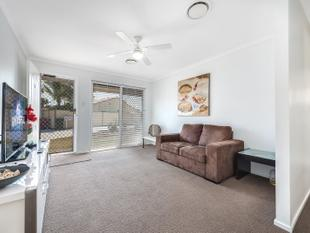 Spacious Duplex family home, great entertainer and private - Helensvale
