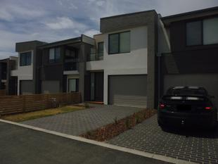 Near New Double Story Townhouse - Carrum Downs