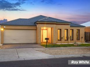 Spectacular Family Living in Claremont Park Estate - Tarneit