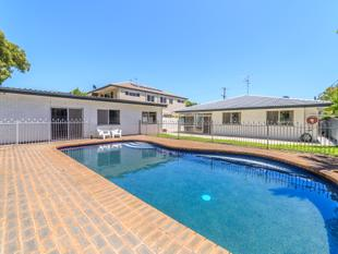 Prime Location - House With Granny Flat - On The Park - Surfers Paradise