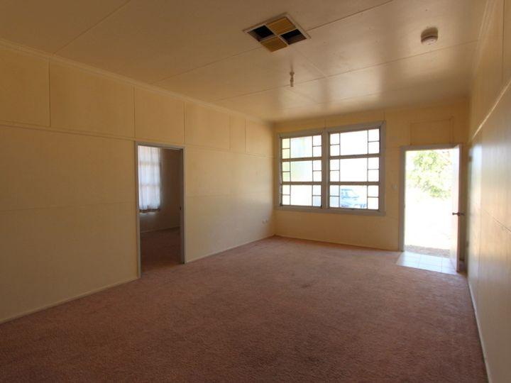Flat 4, 16 Sturt Street, Charleville, QLD