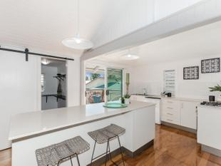 Jaw dropping renovated Queenslander - Railway Estate