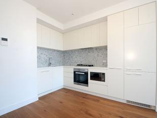 BRAND NEW APARTMENT IN PERFECT LOCATION - Box Hill