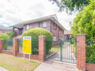 FANTASTIC 2 LEVEL APARTMENT WITH POOL - Ashgrove