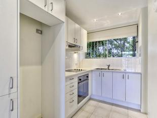 Renovated, Spacious Apartment with Pool - Clayfield