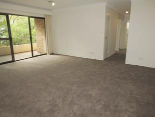 MODERN UNIT WITH QUIET LEAFY OUTLOOK AND PARKING - Randwick